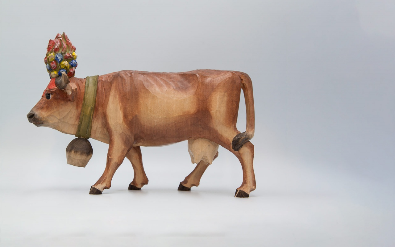 Cow with crown without base