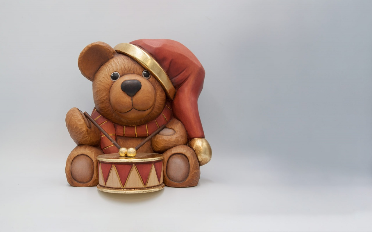 Bear with drum
