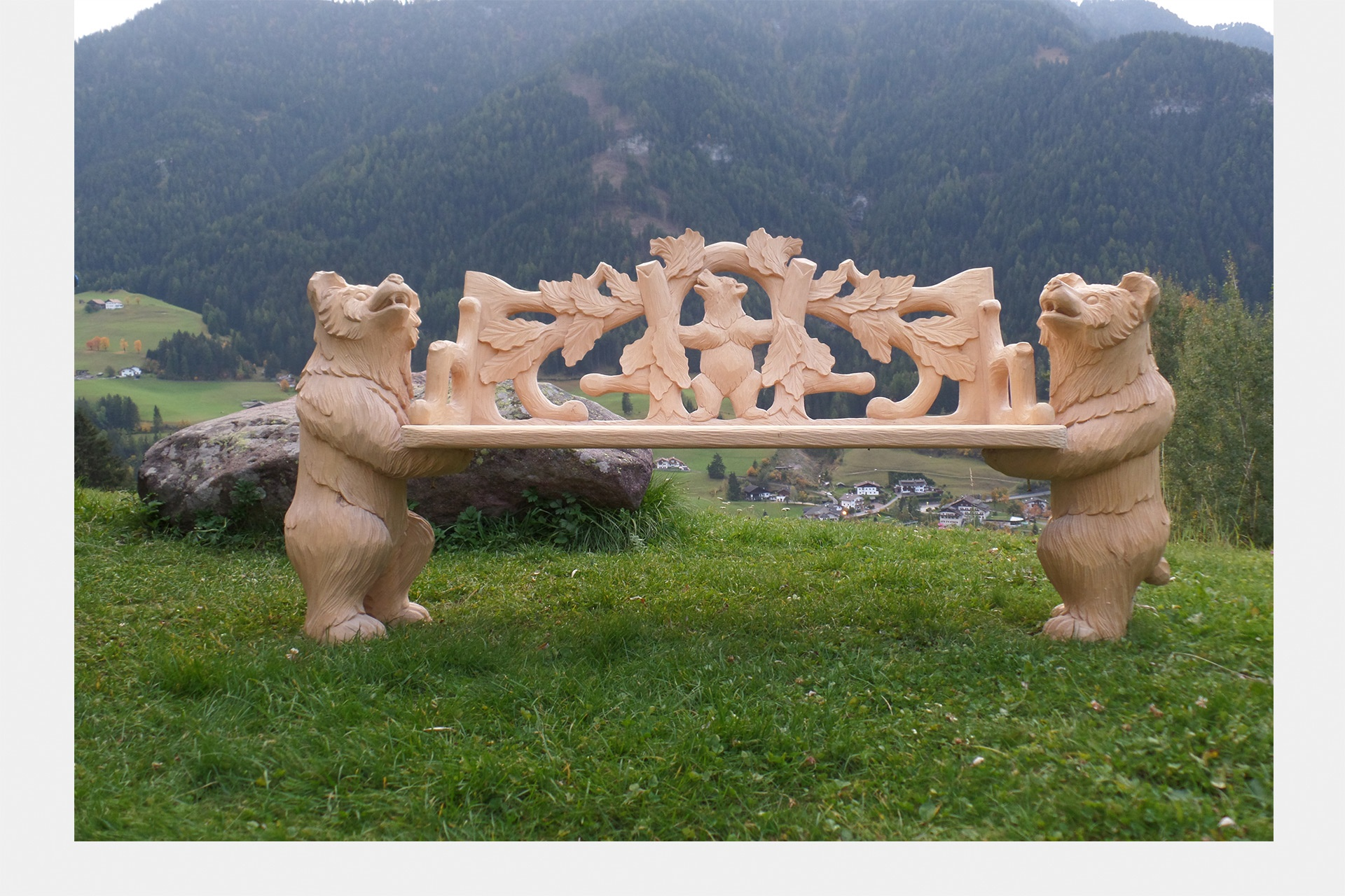 Sculptor of wooden animals ivan obletter obletter art in ortisei
